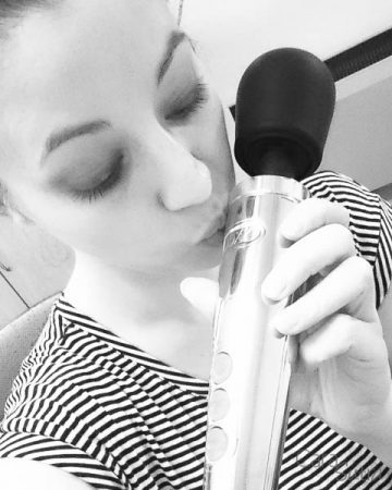 die cast doxy wand vibrator cara sutra review-7